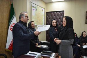 دیدار مشاور شهردار در امور بانوان: اهدای کتاب و لوح تقدیر به بانوان شهرداری منطقه دو